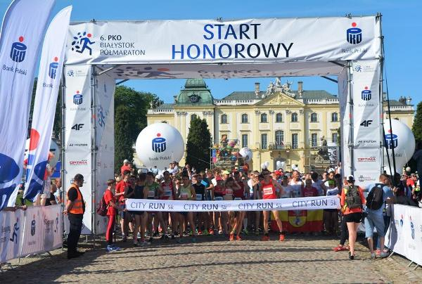 Białystok City Run 5K, Białystok City Run 5 km, Poland Running Photo, www.swim.by, Białystok Półmaraton 2018, Poland Running, City Run Białystok, Bialystok City Run, Białystok Bieg 5 km Foto, Полумарафон Белосток Фото, EMG Sport, Бег в Белостоке, Белосток бег полумарафон, Swim.by