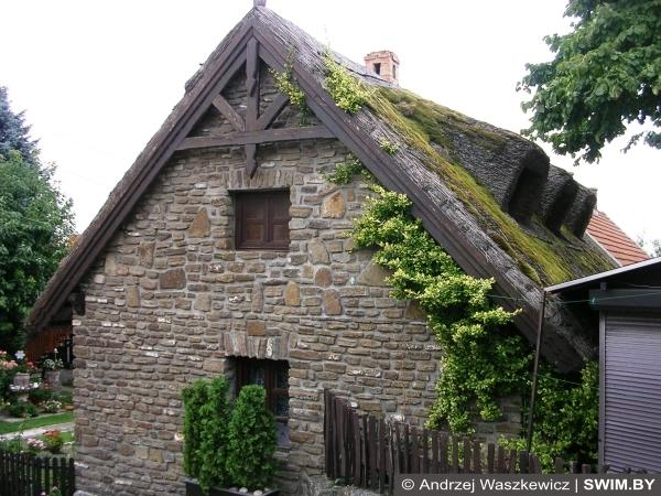 Строительство дома, материал, природный камень, дерево