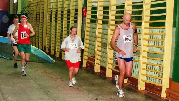 Марафон в манеже, Одиссей Дельянов, первый марафон, марафон в Молодечно, Swim.by