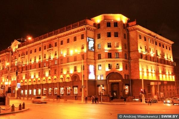 Minsk city center night, Andrzej Waszkewicz swimming sport blog
