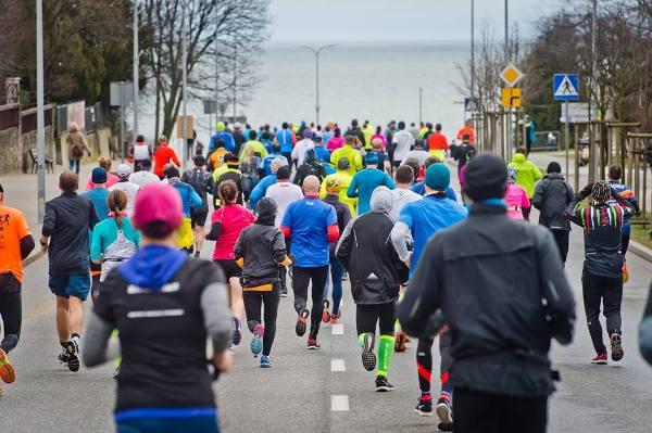 ONICO Gdynia Half Marathon 2018, беговые эстафеты, полумарафон в Гдыне, командные эстафеты, EMG Sport INC.