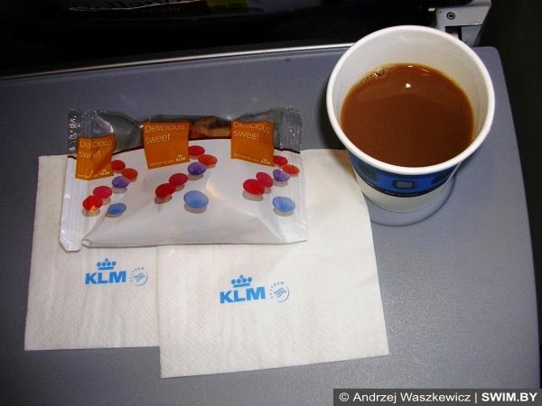 Питание в самолёте KLM, swim.by