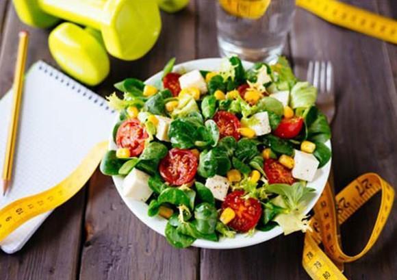 Салат из курицы и свежих овощей, лёгкий ужин