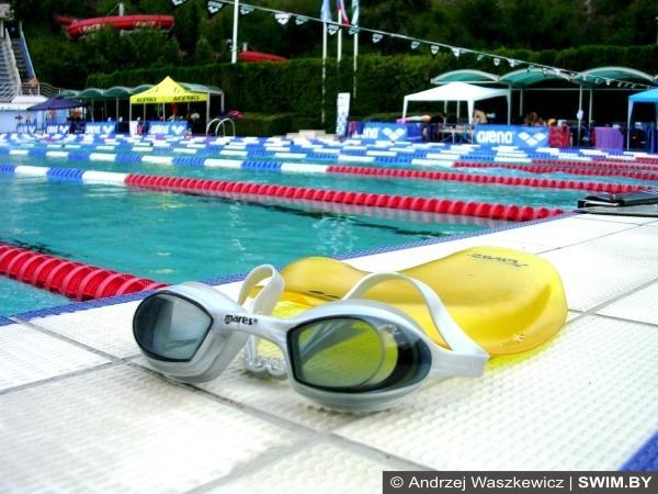 Тренировки по плаванию в открытом бассейне